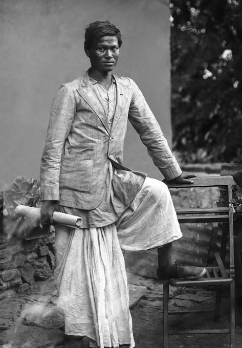 Razstava Soočenje s fotoaparatom: Zgodovina nepalske studijske fotografije, muzej Patan, Patan, 2015.
