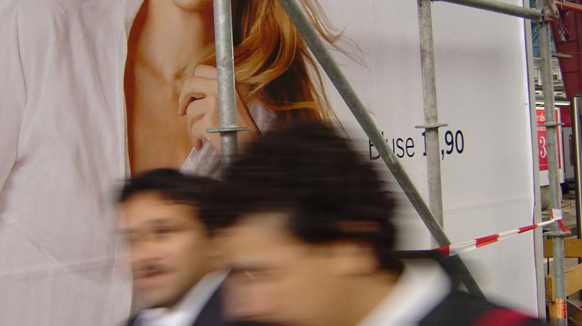 Asko Lehmuskallio: The Depicted Smiles we Walk By, Frankfurt am Main, 2003.