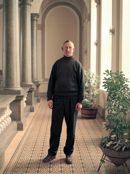 Ivan Petrović: Dokumenti, iz serije Portreti [Komunalni inspektor], 2001.