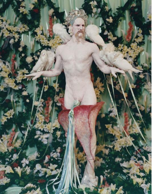 Matthew Barney, Njen velikan – Cremaster 5 (Her Giant – Cremaster 5), 1997.