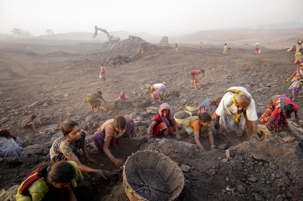 Daesung Lee, iz serije Jharia: Dežela premogovniškega ognja, 2010. Z dovoljenjem umetnika.