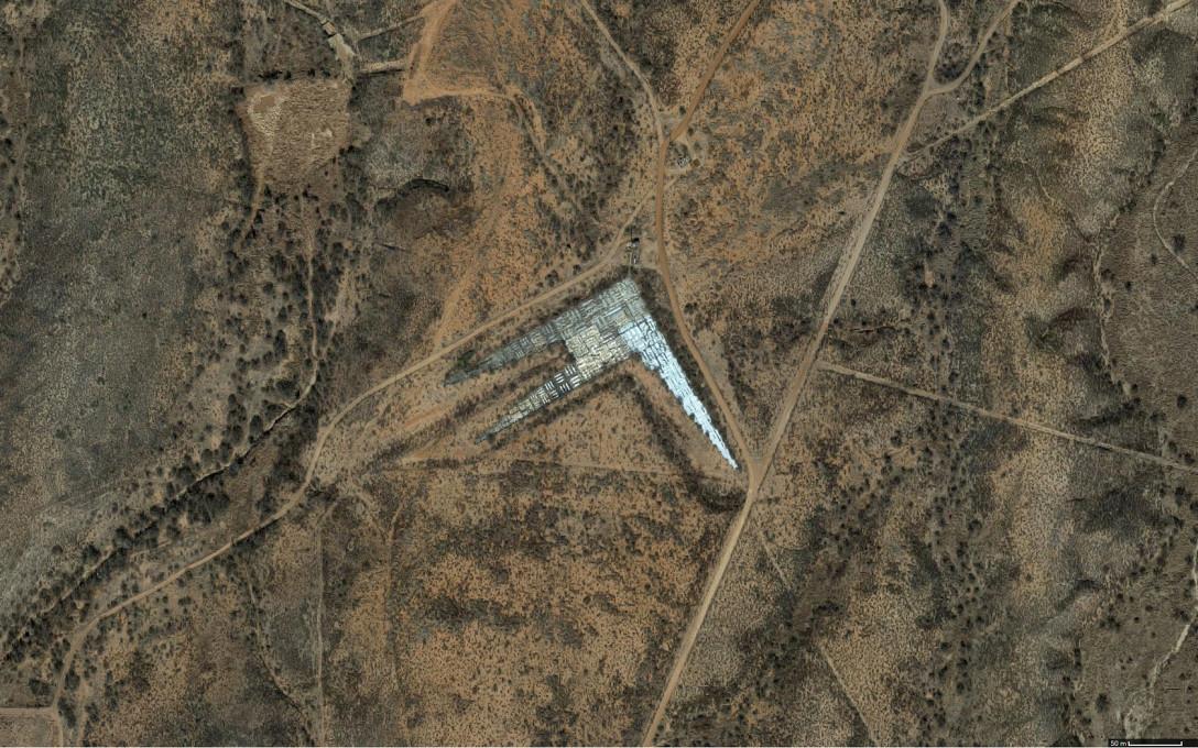 Slika 1, Kalibracijska tarča, Fort Huachuca, Sierra Vista, Arizona, ZDA. Google Earth, zajem slike: avtor prispevka.