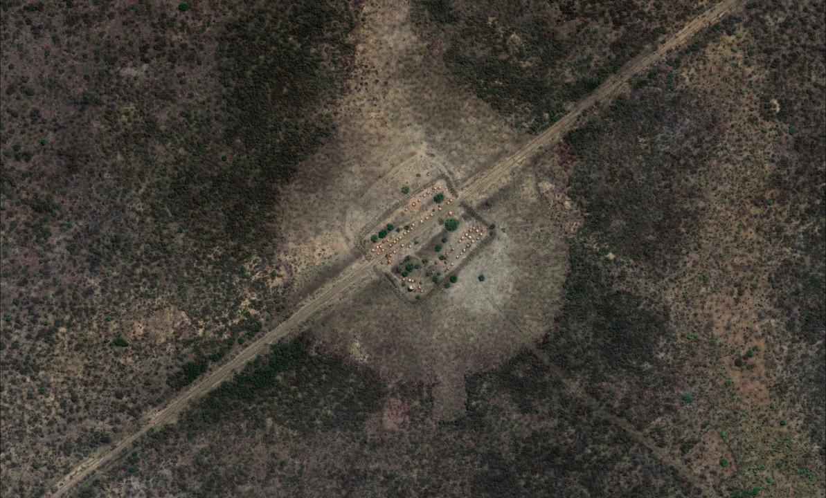 Slika 2, Es Sumeih, Območje 14 milj – obrambni položaji SPLA. Z dovoljenjem DigitalGlobe.