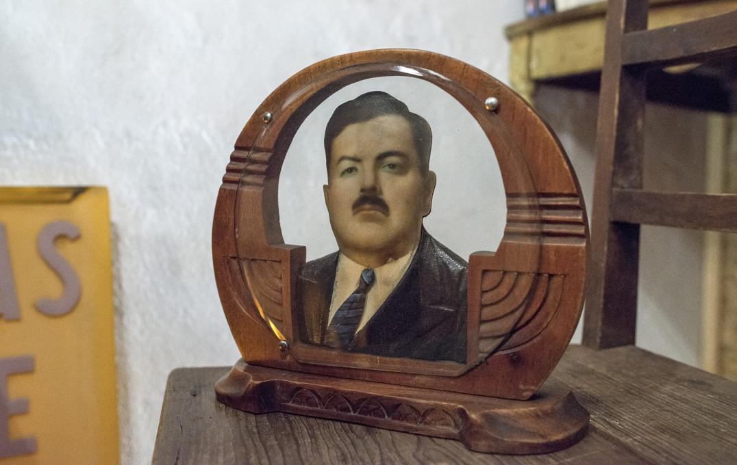 Neznani avtor. Fotoescultura, ok. 1930–1950, najdena v trgovini z rabljenim blagom Tingladography v Oaxaci, 2013. Fotografija: Performing Pictures.