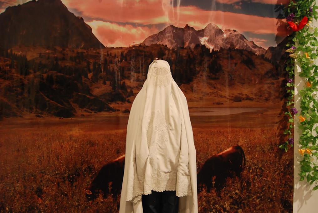 Ozadje »raj« na razstavi Kafkanistan, Castiel, Tel Aviv, 2010.