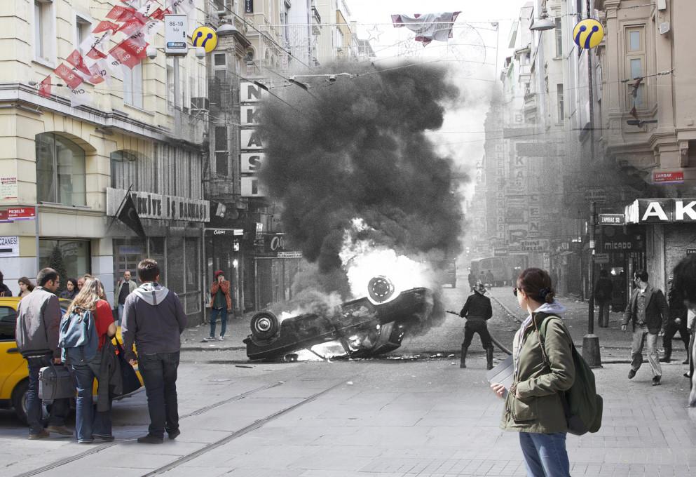 Füsun Turcan Elmasoğlu, »Tisti, ki so bili krivi za nasilje na trgu, so med bežanjem prevračali in sežigali avtomobile.«