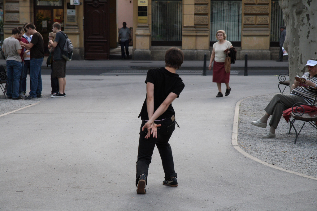 Igor Grubić, East Side Story, 2006–2008. Izseki iz dvokanalnega videa.