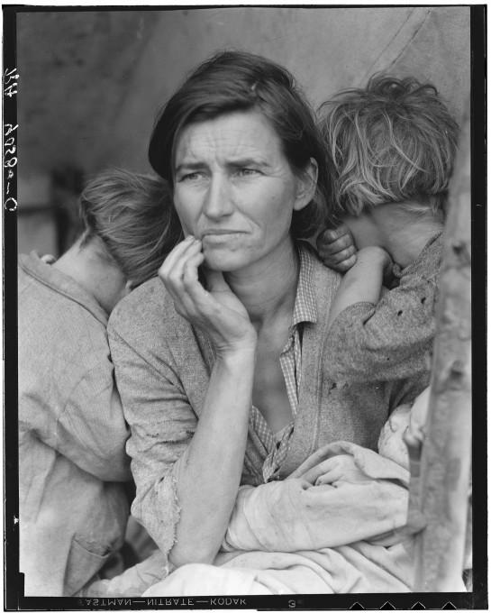 Slika 2. Dorothea Lange, Migrant mother (Mati migrantka), 1936. Reprodukcija originalnega negativa. American Library of Congress.