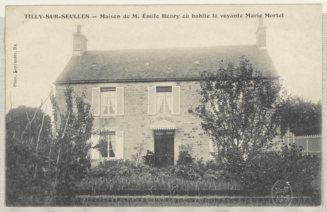 Slika 4. Tilly-sur-Seulles – Hiša Marie Martel, razglednica, okoli 1900, Francoska nacionalna knjižnica (BnF), Pariz.