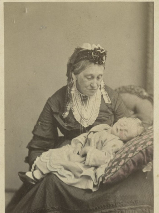 Slika 3. Žena z mrtvim dojenčkom. Vir: Royal, Simon.