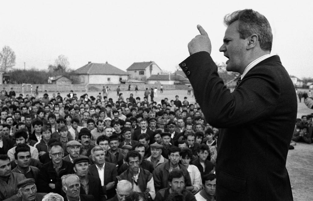 Imre Szabo, Slobodan Milošević na obisku pri kosovskih Srbih,  Kosovo polje 20. 4. 1987.