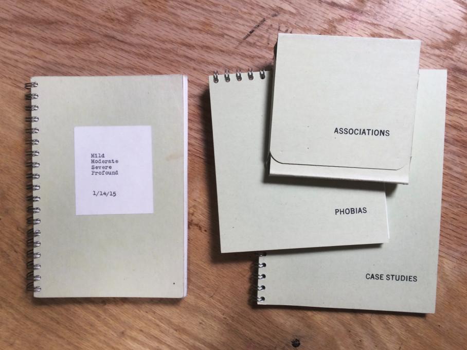 Zgodnja različica Contains 3 Books.