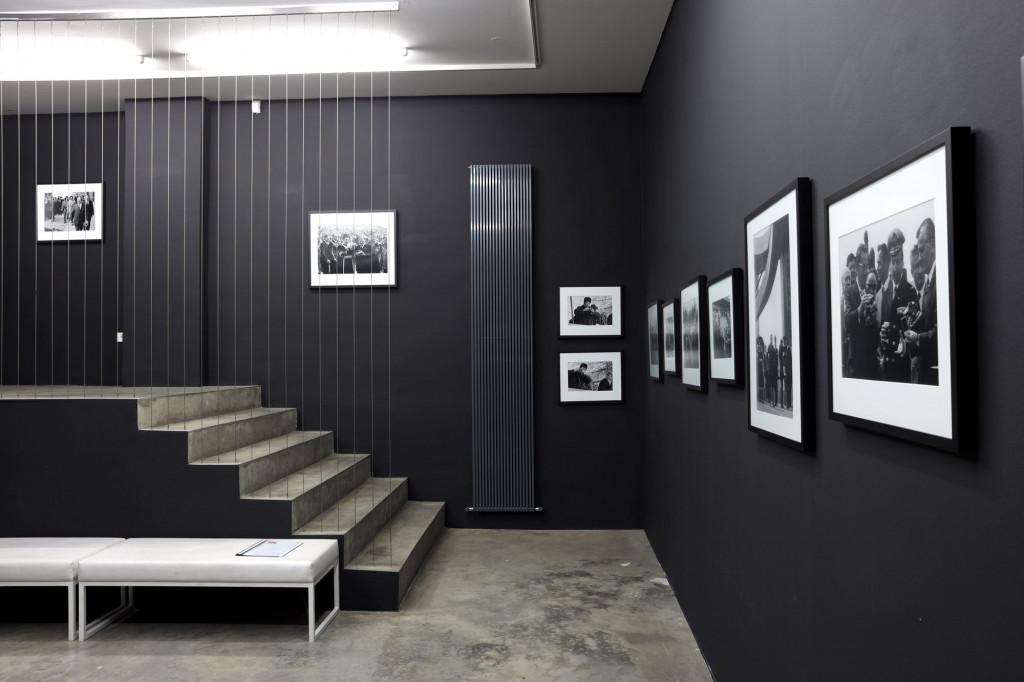 Postavitev razstave Tito in fotoaparat, Galerija Fotografija, 2020. Z dovoljenjem Galerije Fotografije.