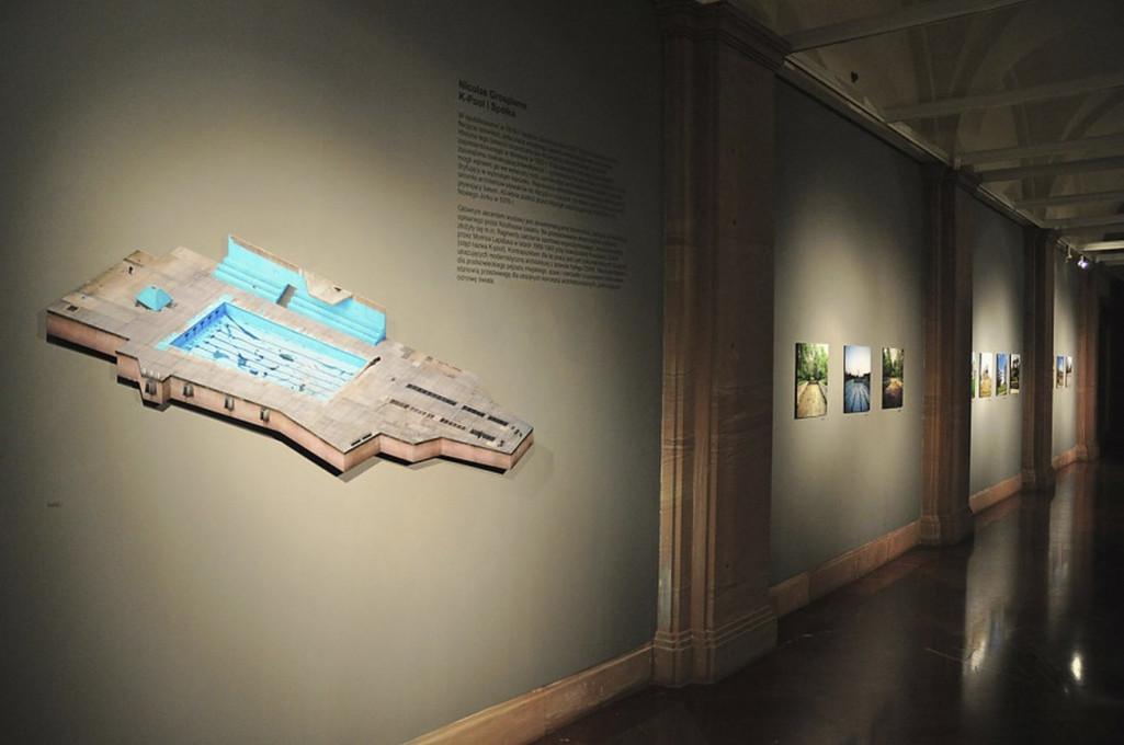 Slika 4. Nicolas Grospierre, K-bazen in drugo, razstava v galeriji »pf« v Poznanju, 2011. Objavljeno z dovoljenjem umetnika.