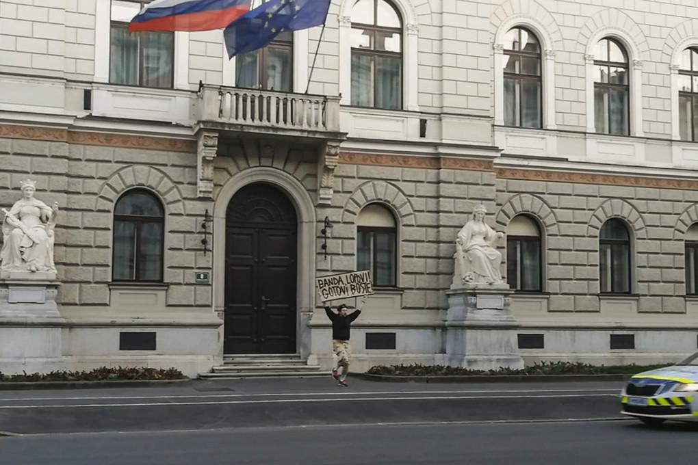 Jaša Jenull, Rekreacija v času Janše in koronavirusa, slika iz videoposnetka, 20. marec 2020, Ljubljana.