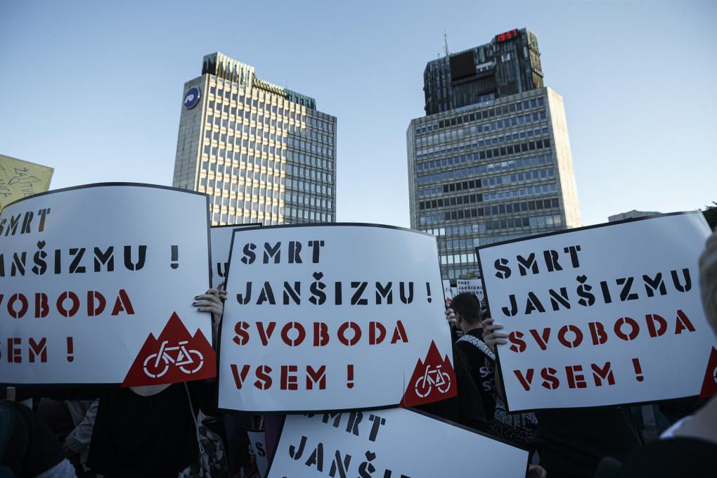 Slika 17. Ištvan Išt Huzjan, Smrt janšizmu, svoboda vsem!, plakat, 12. junij 2020.
