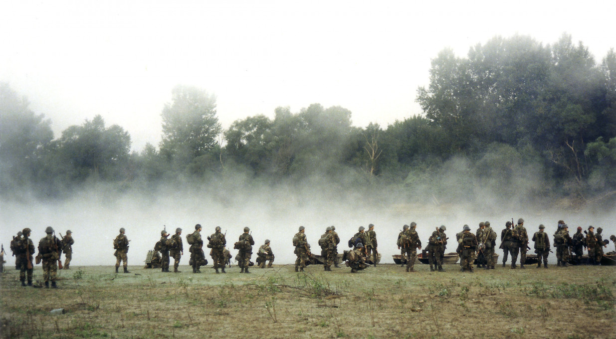 Željko Gašparović, Pripadniki 125. domobranskega polka Hrvaške vojske čakajo na prehod preko reke Save okoli 5. ure zjutraj, operacija »Nevihta«, Krapje, 4. 8. 1995.