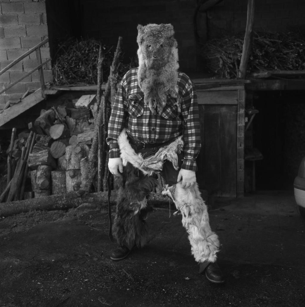 Maska divjaka iz Santiaga de Arribe, Chantada. Fotografirano med maškarado v Vilariño de Conso, Španija, 2019.