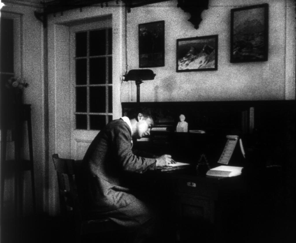 Iz filma V kraljestvu zlatoroga, 1931 (režiser, direktor fotografije insnemalec: Janko Ravnik).