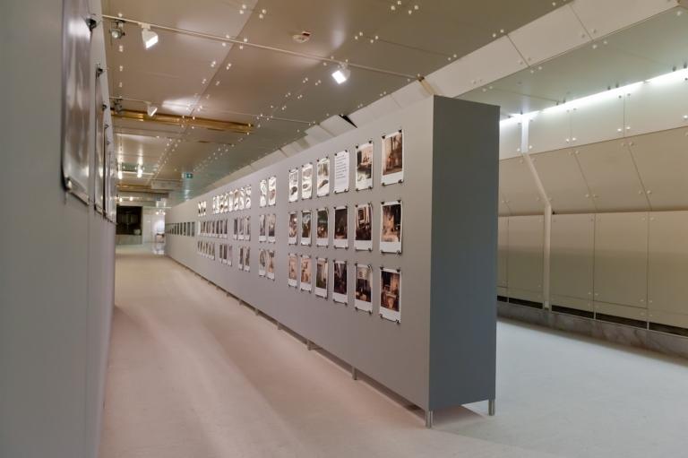Postavitev razstave Zarota molka v Cankarjevem domu.