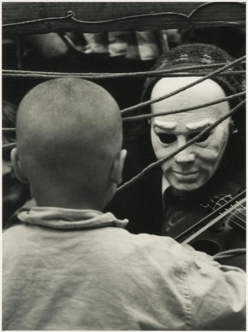 Božidar Dolenc, [Violinist z masko], 1977–1979. Z dovoljenjem Moderne galerije, Ljubljana.