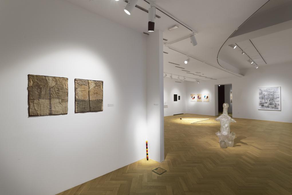 Ovidiu Şandor Collection v Mestnem muzeju, razstava Ko ste v dvomu, pojdite v muzej. Foto: Andrej Peunik. Z dovoljenem Mestnega muzeja.